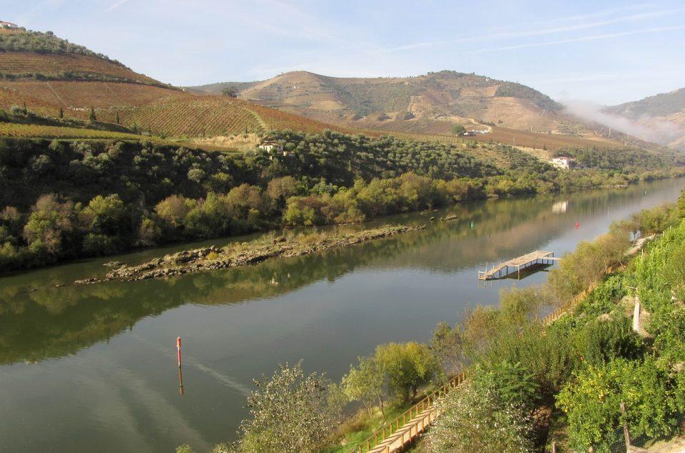 De comboio entre o Porto e o Tua