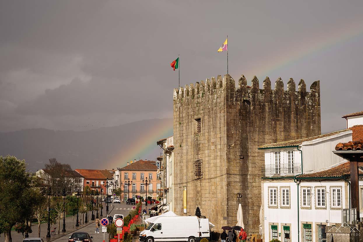 Arco íris a cruzar a Torre da Cadeia Velha em Ponte de Lima