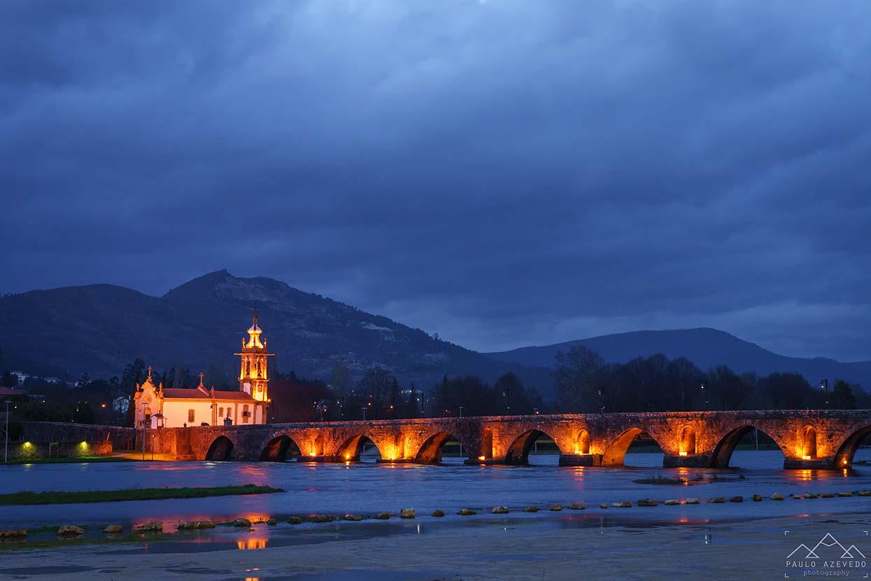 Ponte medieval de Ponte de Lima ao anoitecer