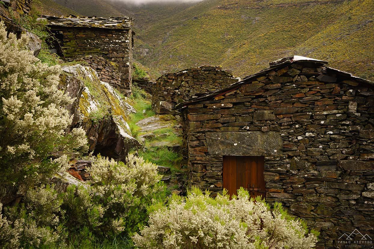 Casas de pedra em Drave