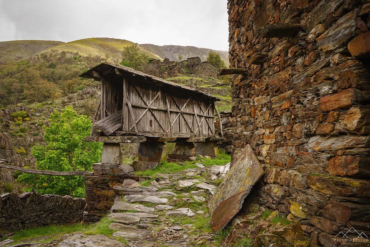 Espigueiro em ruínas em Drave