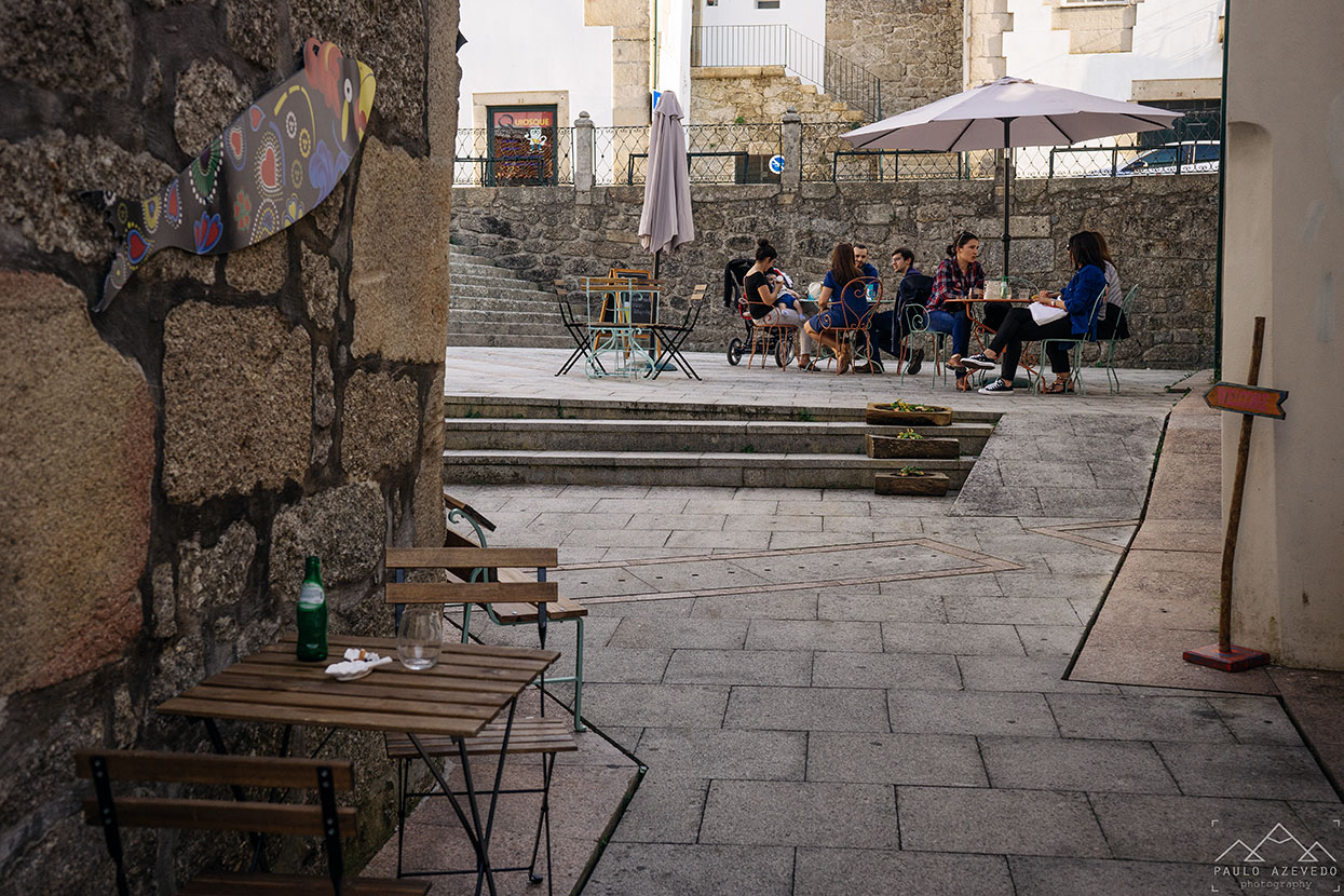 Esplanada no centro histórico de Ponte da Barca