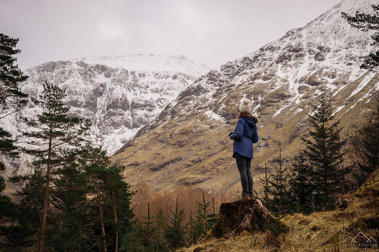 Contemplando a paisagem em Glencoe