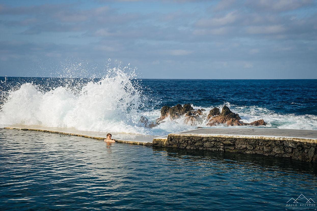 Nas piscinas de Porto Moniz