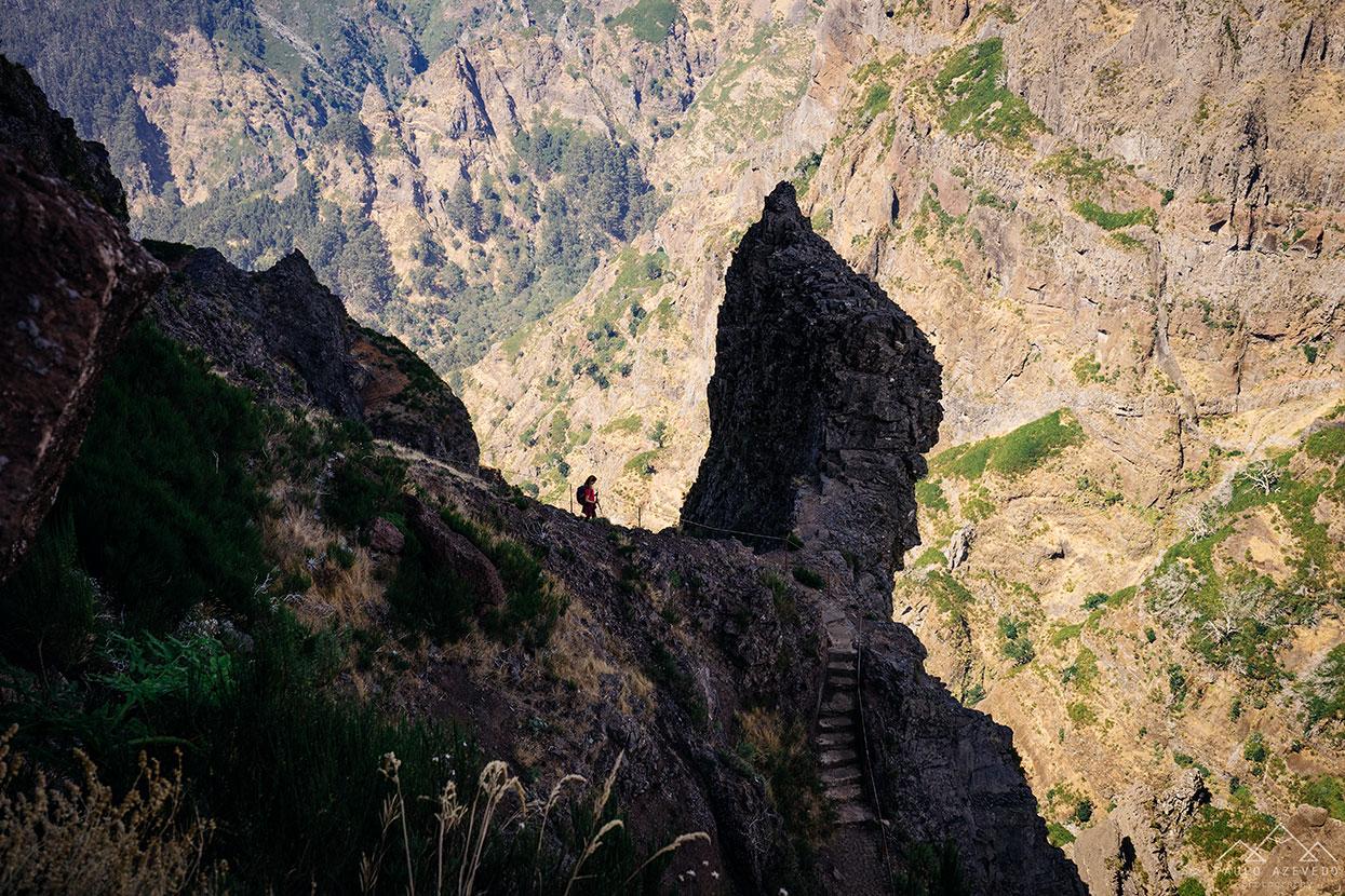 escadas esculpidas na rocha, vereda do areeiro