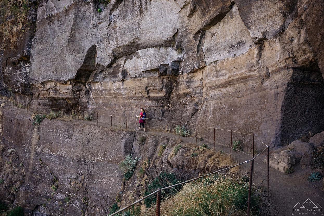 caminho rasgado nas pedras, vereda do areeiro