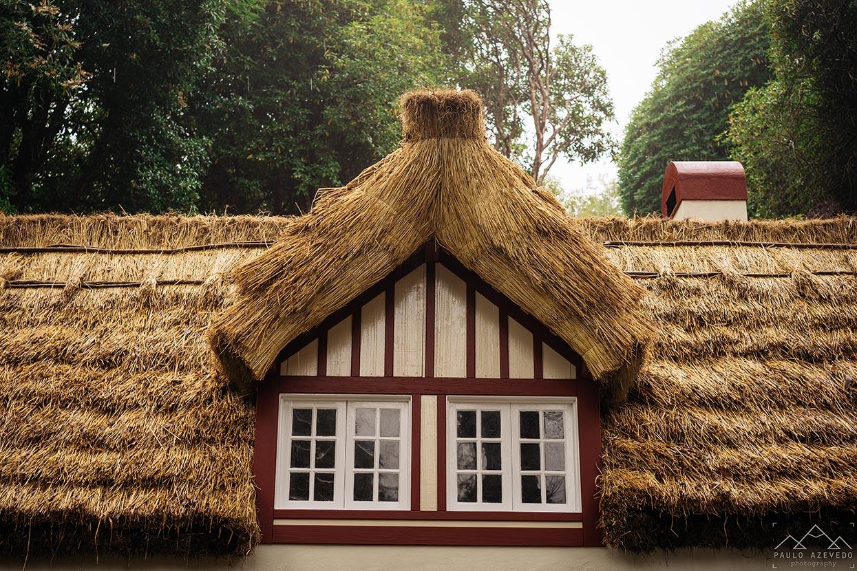 Telhado de colmo da Casa de Abrigo das Queimadas