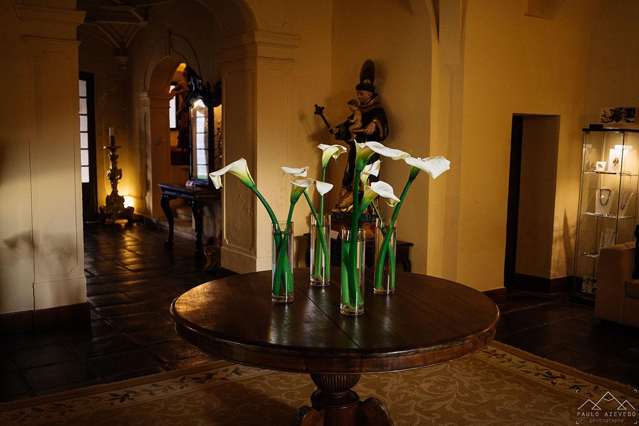 Pormenores do interior do Convento do Espinheiro, um hotel histórico em Évora