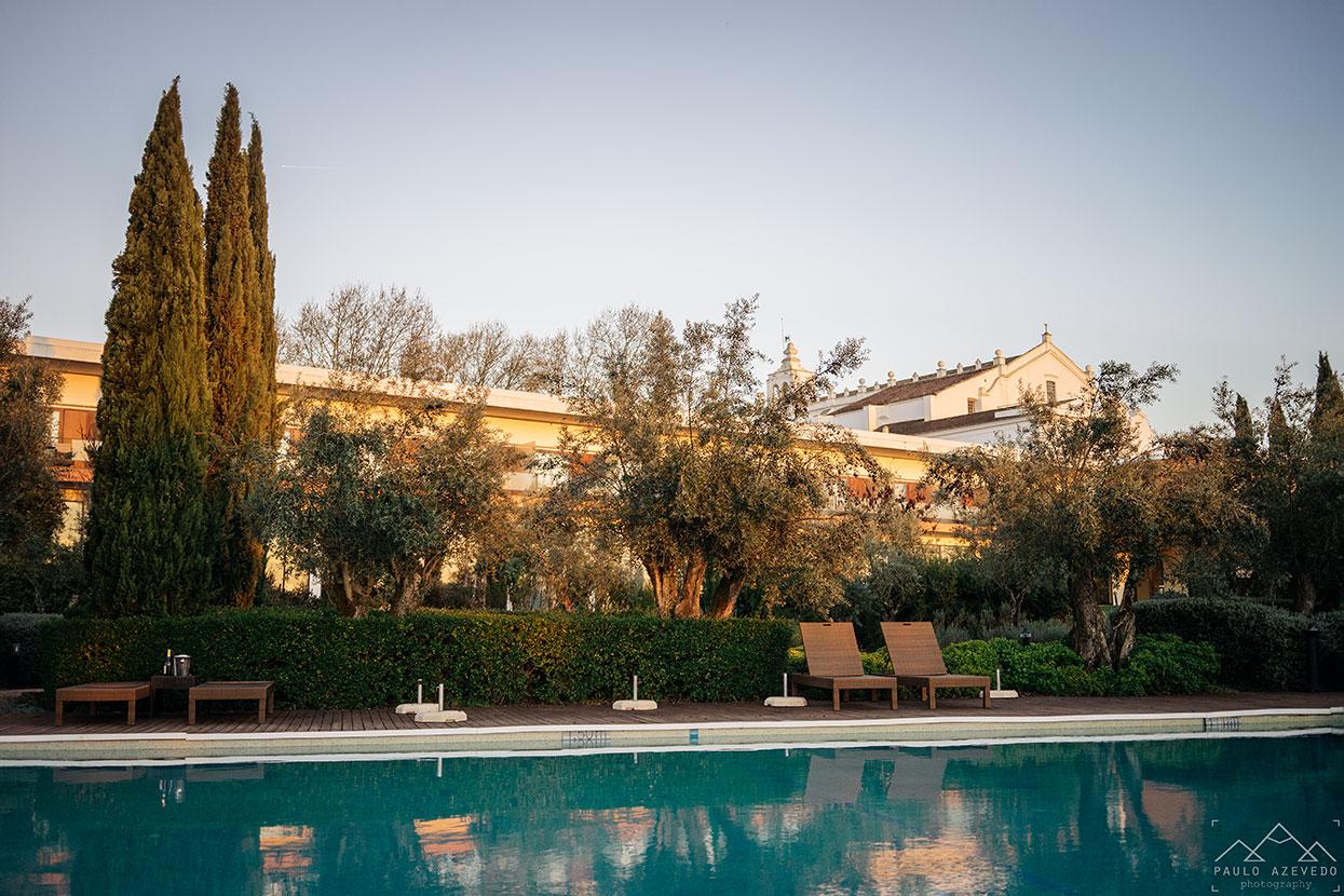 Piscina exterior do Convento do Espinheiro, um dos melhores hotéis de Évora