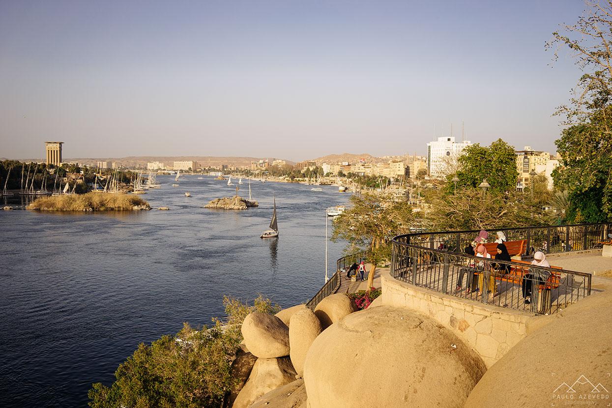 vista da cidade de assuão a partir do jardim feryal
