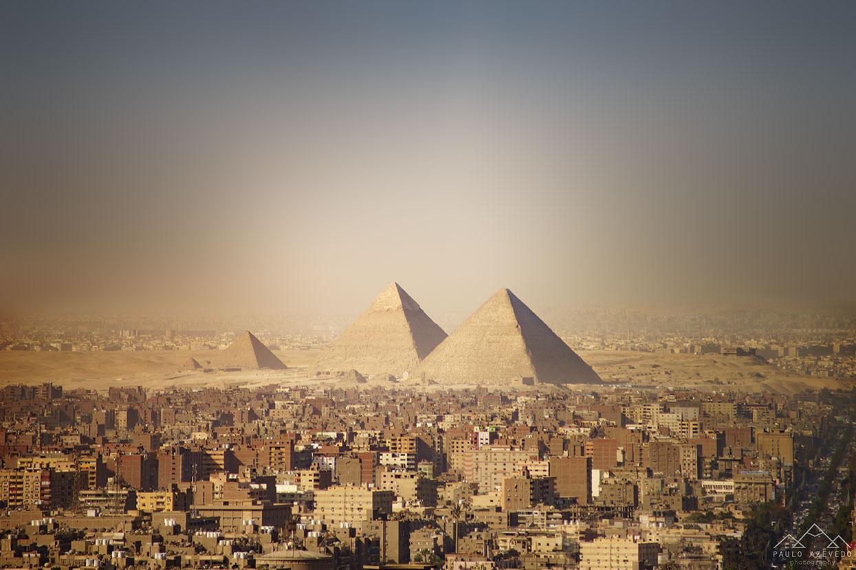 as pirâmides de gizé e o cairo