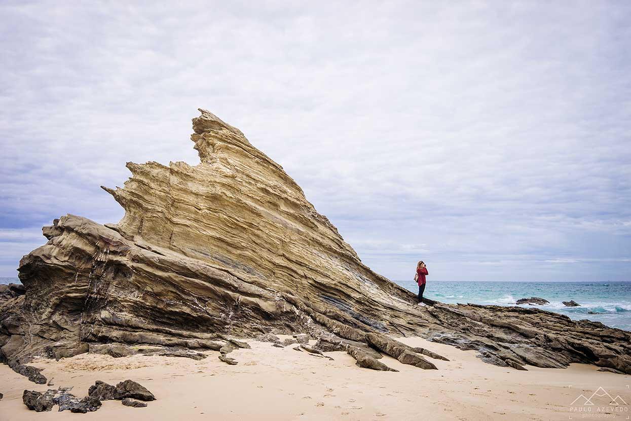 rochedo na praia da samouqueira