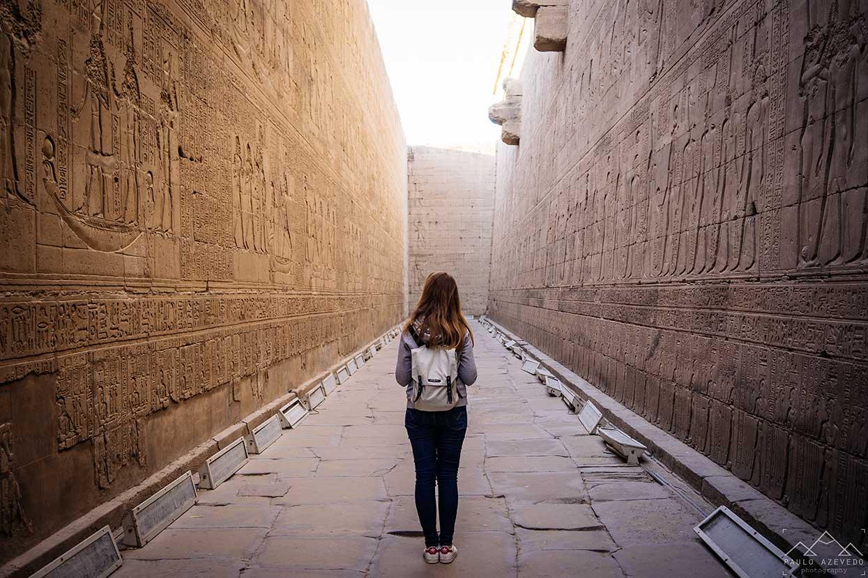 gravuras no templo de horus