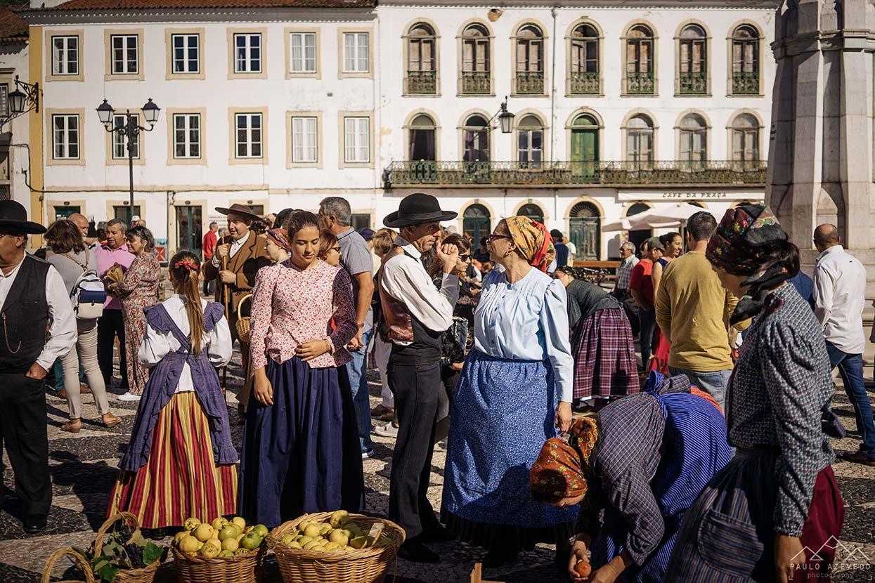 Mercado dos pequenos agricultores da região de Tomar na Praça da República