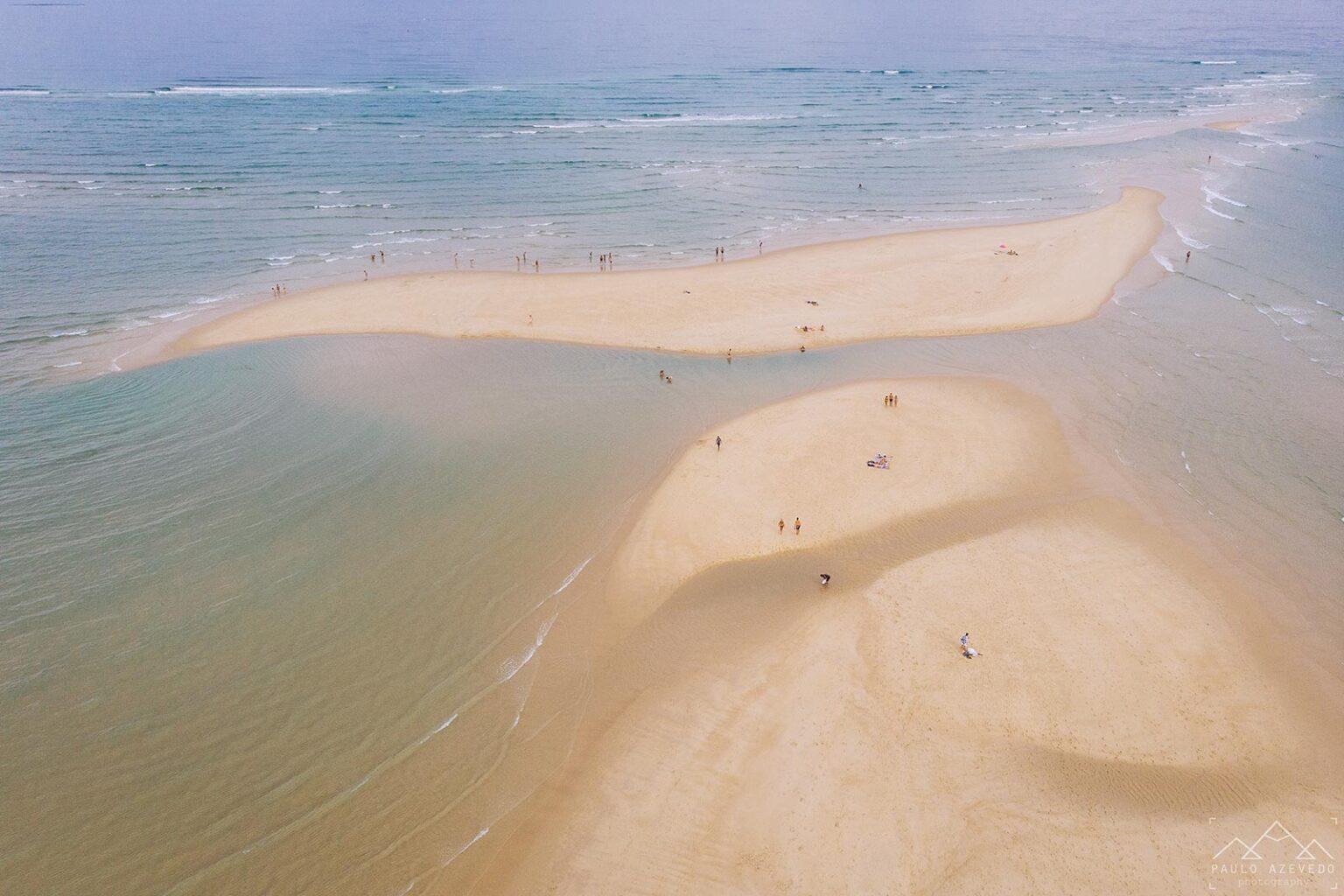 Areal rodeado pelo mar